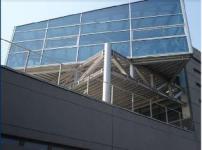 immagine dall'esterno della sala in vetro sede Leonardo Ausilionline Progettiamo Autonomia